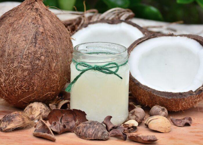 Olio di cocco: usi e benefici del prodotto del momento