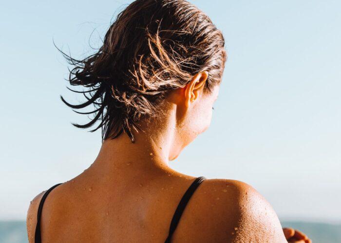 I beauty tips per proteggere pelle e capelli dal sole