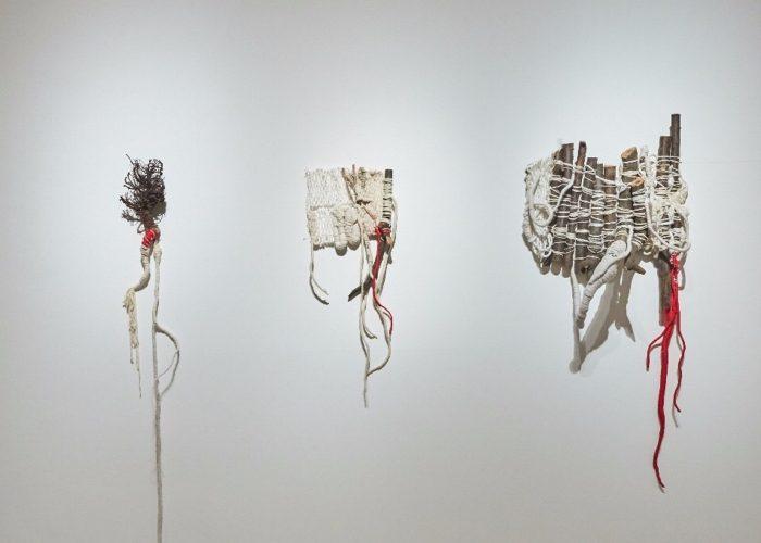 Cascina I.D.E.A. ospita una mostra di sculture tessili